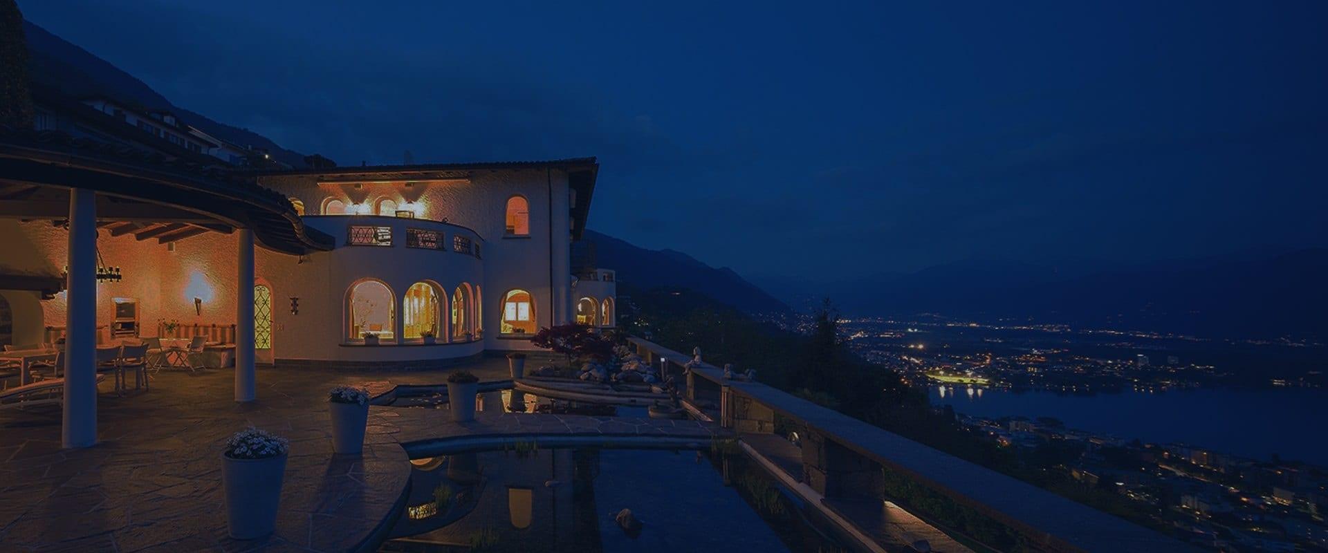 Luxury-Home-at-Night-8-min-0717
