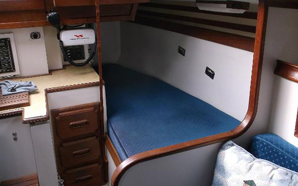 BIGBAYYACHTS-32-ENDEAVOR-Interior2